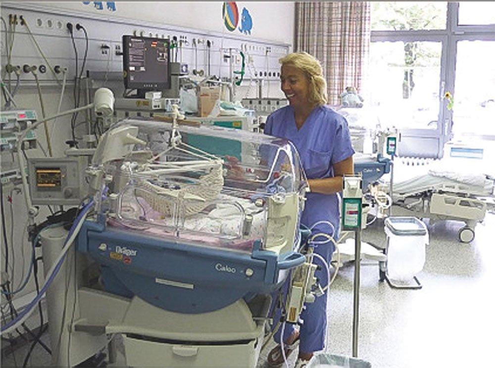 ein Inkubator mit Hängewiege